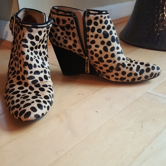 ISAAC MIZRAHI animal print wedge booties 8. M 5b70aa412beb7977518379c9 70372895c
